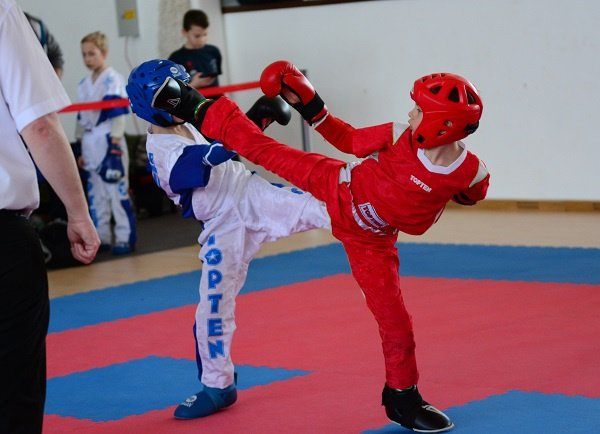 Nagy csaták a kick-box diákbajnokságon