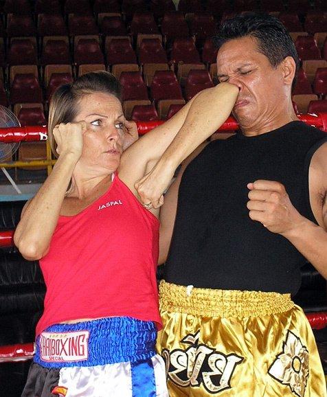 Muay Thai könyökütés