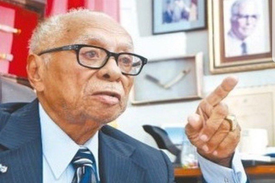 Elhunyt a WBO alapító elnöke