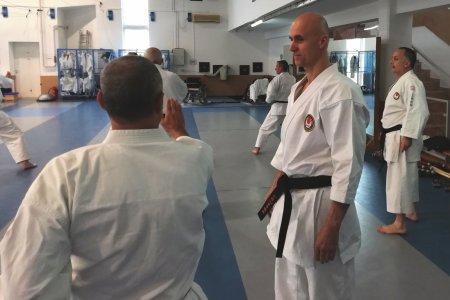 A karate az iskolákban