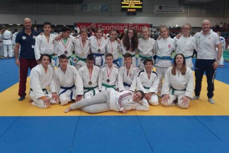 8 éremmel tértek haza a judosaink Erfurtból